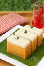 Talam Labu Kuning (Ternyata, kue talamnya belum matang sempurna. Harus dikukus lebih lama lagi karena adonan talam yang dikukus cukup tebal.)
