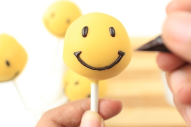 smiley pop cake